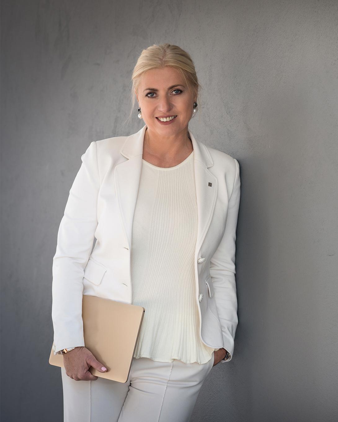 Expert Marketplace -  Claudia Scheelen  - Portrait