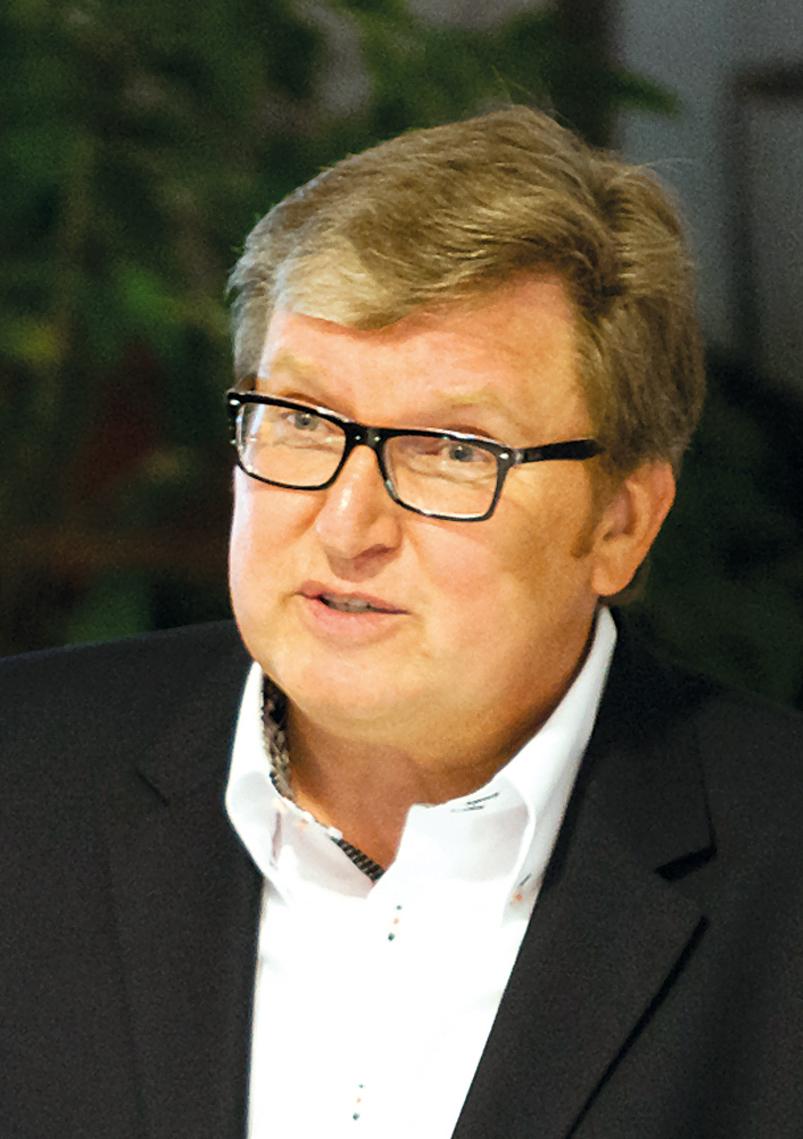 Expert Marketplace - Prof. Dr. Michael Teubert - Portrait