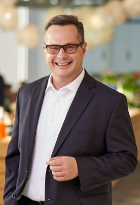 Expert Marketplace -  Oliver Dippel - Portrait