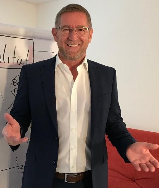 Expert Marketplace - Dr. Helmut Pfeifer - Portrait