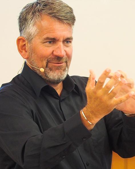 Expert Marketplace -  Dr. Dr.   Cay   von Fournier  - Portrait